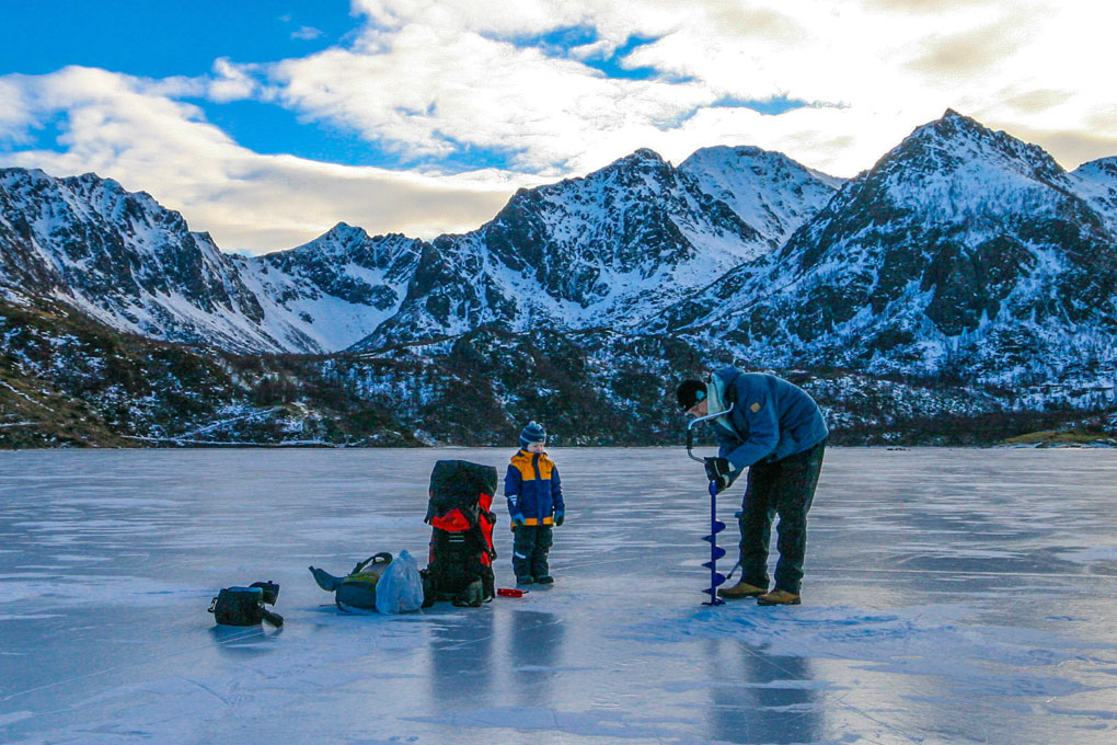 Isfisking på Teigan vannet på Hadseløya